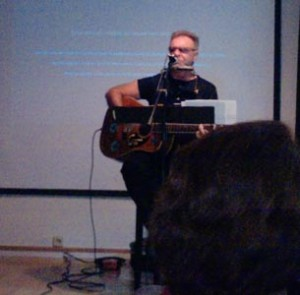 Leon Gieco presento Mundo Alas, en Casa America
